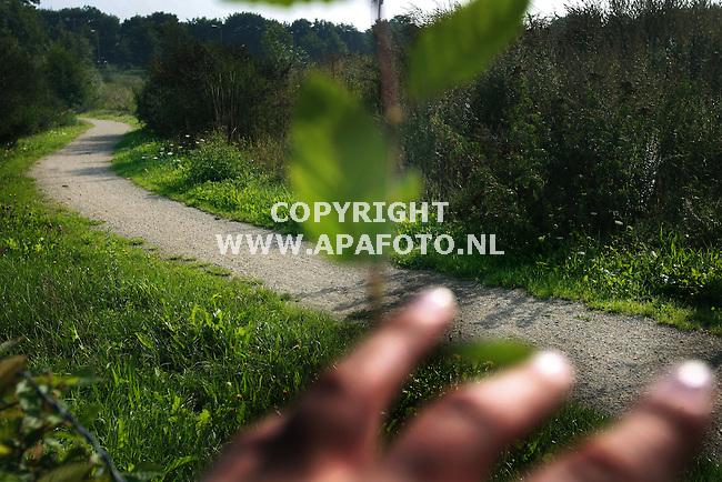Nijmegen, 230806<br /> Verhaal Pompekliniek. Fiets/voetpad door natuurgebied op de hoek van Weg door Jonkerbos en Tarweweg. <br /> Foto: Sjef Prins - APA Foto