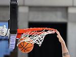 Der Ball durchs Netz beim Spiel in der BARMER 2. Basketball Bundesliga Pro A, MLP Academics Heidelberg - Ehingen Urspring.<br /> <br /> Foto © PIX-Sportfotos *** Foto ist honorarpflichtig! *** Auf Anfrage in hoeherer Qualitaet/Aufloesung. Belegexemplar erbeten. Veroeffentlichung ausschliesslich fuer journalistisch-publizistische Zwecke. For editorial use only.