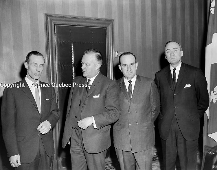 Sujet : Jean Lesage et Pierre Laporte<br /> Date : Entre le 24 et le 31 mars 1963<br /> <br /> Photographe : Photo Moderne<br /> - agence Quebec Presse