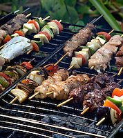 Alimentos. Espeto de carne e legumes.  Foto de Cris Berger.