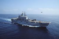 - Italian Navy, Garibaldi aircraft carrier in navigation....- Marina militare italiana, portaerei Garibaldi in navigazione