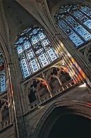 Europe/France/89/Yonne/Auxerre: la cathédrale Saint Etienne la Nef jeux de lumière des vitraux