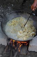 """Europe/Espagne/ Andalousie/ Costa del Sol/Env de Malaga/Torrox : Fête de la """"Migas"""" - Préparation de la Migas plat à base de farine d'huile  et  d'ail  // Europe/Espagne/ Andalousie/ Costa del Sol/ Andalusia/ Near Malaga/Torrox : Migas Day, Migas are a pastoral speciality made from sheep's tallow, garlic, water, salt and stale bread."""
