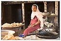 Népal<br /> Sur la route de Lumbini<br /> Commerçante.