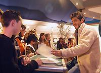 15-02-2005,Rotterdam, ABNAMROWTT ,handtekeninnensessie met Grosjean