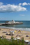 Great Britain, England, Dorset, Bournemouth: Overview of beach and Pier | Grossbritannien, England, Dorset, Bournemouth: Strand und Pier