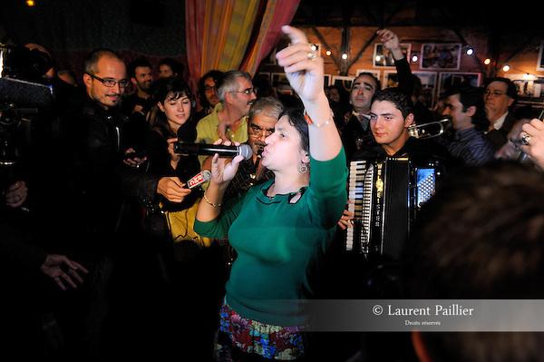 SOIREE DE SOUTIEN AU CIRQUE TZIGANE ROMANES..Delia Romanes..Lieu : Cirque Romanes..Ville : Paris..Le : 04 10 2010..© Laurent PAILLIER / photosdedanse.com..All Rights reserved