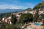 Italy, Sicily, Taormina: Mount Etna, view from terrace of the Hotel Timeo | Italien, Sizilien, Taormina: Blick von der Terrasse des Hotels Timeo auf den Vulkan Aetna