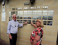 Pictured: Former footballer Roy Evans with his wife.  Saturday 22 September 2014<br />