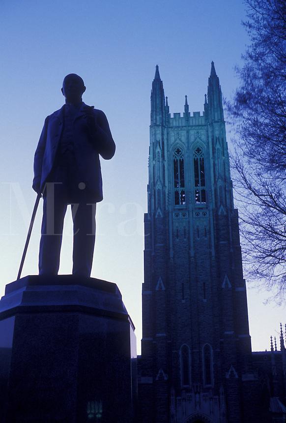 AJ3352, Duke University, college, North Carolina, Statue of James Duchaman Duke and the Duke University Chapel in the evening at Duke University in Durham in North Carolina.