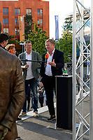 GRONINGEN - Voetbal, Onthulling beeld Martin Koeman voor Hitachi Capital Mobility Stadion door Ronald en Erwin Koeman, 16-06-2021,