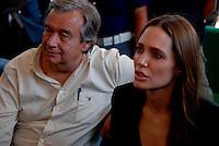 Lampedusa / Italia - 19 giugno 2011.Angelina Jolie, ambasciatore per i diritti umani delle Nazioni Unite e l'Alto Commissario dell'ACNUR Antonio Guterres all'interno del centro di prima accoglienza per rifugiati CSPA di Contrada Briacola..Foto Livio Senigalliesi