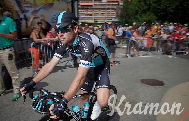 Mark Cavendish (GBR/Etixx-QuickStep) to the start<br /> <br /> stage 19: St-Jean-de-Maurienne - La Toussuire / Les Sybelles   (138km)<br /> Tour de France 2015