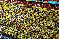 Deutsche Fans feiern mit Abstand<br /> - Muenchen 19.06.2021: Deutschland vs. Portugal, Allianz Arena Muenchen, Euro2020, emonline, emspor, <br /> <br /> Foto: Marc Schueler/Sportpics.de<br /> Nur für journalistische Zwecke. Only for editorial use. (DFL/DFB REGULATIONS PROHIBIT ANY USE OF PHOTOGRAPHS as IMAGE SEQUENCES and/or QUASI-VIDEO)
