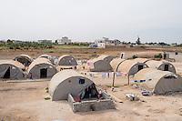 Fluechtlingscamp Arin Mirxan nahe der Ortschaft Suruc im tuerkischen Grenzgebiet zu Syrien. Hier leben ca. 250 Menschen, die vor dem Krieg des IS gegen die Kurden in dem Kurdengebiet Rojava von Syrien aus in die Tuerkei geflohen sind.<br /> 12.10.2015, Suruc/Tuerkei<br /> Copyright: Christian-Ditsch.de<br /> [Inhaltsveraendernde Manipulation des Fotos nur nach ausdruecklicher Genehmigung des Fotografen. Vereinbarungen ueber Abtretung von Persoenlichkeitsrechten/Model Release der abgebildeten Person/Personen liegen nicht vor. NO MODEL RELEASE! Nur fuer Redaktionelle Zwecke. Don't publish without copyright Christian-Ditsch.de, Veroeffentlichung nur mit Fotografennennung, sowie gegen Honorar, MwSt. und Beleg. Konto: I N G - D i B a, IBAN DE58500105175400192269, BIC INGDDEFFXXX, Kontakt: post@christian-ditsch.de<br /> Bei der Bearbeitung der Dateiinformationen darf die Urheberkennzeichnung in den EXIF- und  IPTC-Daten nicht entfernt werden, diese sind in digitalen Medien nach §95c UrhG rechtlich geschuetzt. Der Urhebervermerk wird gemaess §13 UrhG verlangt.]