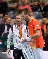 06-04-12, Netherlands, Amsterdam, Tennis, Daviscup, Netherlands-Rumania, Thomas Schoorel  word aangemoedigd door captain Jan Siemerink