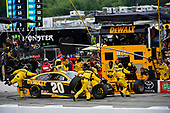 #20: Erik Jones, Joe Gibbs Racing, Toyota Camry DeWalt makes a pit stop, Sunoco