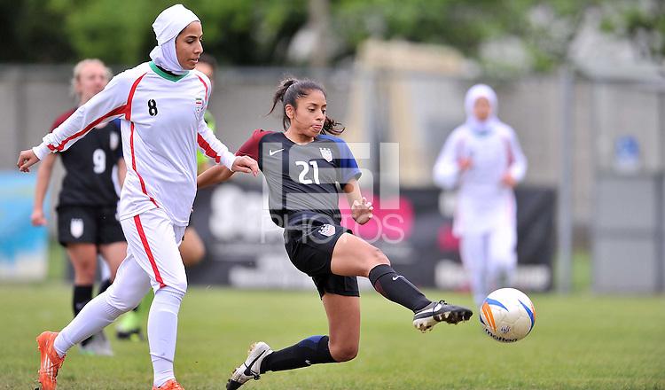 Monfalcone, Italy, April 26, 2016.<br /> USA's #21 Mendoza kicks the ball during USA v Iran football match at Gradisca Tournament of Nations (women's tournament). Monfalcone's stadium.<br /> © ph Simone Ferraro / Isiphotos