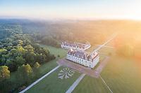 France, Loir-et-Cher (41), Cellettes, Château de Beauregard et le parc au lever du soleil (vue aérienne)