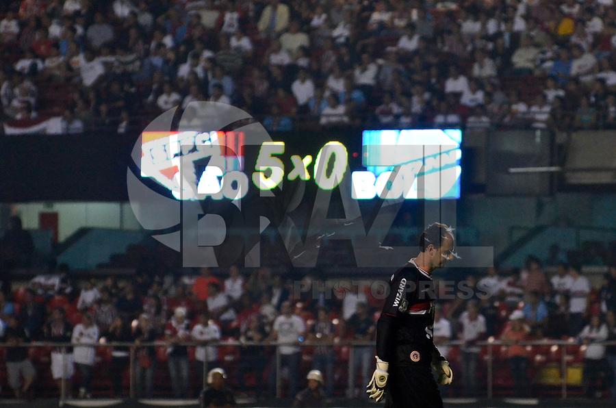 SÃO PAULO, SP, 23 DE JANEIRO DE 2013 - PRÉ LIBERTADORES - SÃO PAULO x BOLIVAR - Goleiro Rogério Ceni comemora gol durante São Paulo x Bolivar, partida válida pela fase Pré Libertadores, disputada no estádio do Morumbi em São Paulo. FOTO: LEVI BIANCO - BRAZIL PHOTO PRESS.