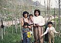 Iraq 1985 .In Bergalou, left, Pakchan Hafid with her daughters and a friend  .Irak 1985 .A Bergalou, a gauche, Pakchan Hafid avec ses filles et une amie