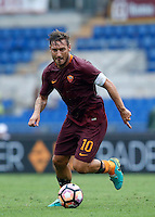 Calcio, Serie A: Roma vs Sampdoria. Roma, stadio Olimpico, 11 settembre 2016.<br /> Roma's Francesco Totti in action during the Italian Serie A football match between Roma and Sampdoria at Rome's Olympic stadium, 11 September 2016. Roma won 3-2.<br /> UPDATE IMAGES PRESS/Isabella Bonotto
