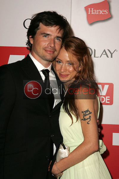 Matthew Settle and friend<br />at the TV Guide Emmy After Party. Social, Hollywood, CA. 08-27-06<br />Dave Edwards/DailyCeleb.com 818-249-4998