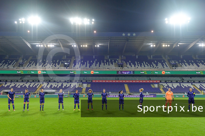 Line-up RSC Anderlecht : midfielder Tine De Caigny (6) , Tessa Wullaert (27) , forward Sarah Wijnants (11) , forward Jarne Teulings (16) , forward Mariam Toloba (19) , midfielder Kassandra Missipo (12) , defender Laura Deloose (14) , midfielder Stefania Vatafu (10) , midfielder Charlotte Tisson (20) , goalkeeper Justine Odeurs (13) , defender Laura De Neve (8)  pictured before a female soccer game between RSC Anderlecht Dames and Northern Irish Linfield Ladies  in the first qualifying round for the Uefa Womens Champions League of the 2020 - 2021 season , Wednesday 4 th of November 2020  in ANDERLECHT , Belgium . PHOTO SPORTPIX.BE | SPP | STIJN AUDOOREN
