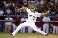 Jorge de la Rosa of Mexico during the World Baseball Championships at Angel Stadium in Anaheim,California on March 16, 2006. Photo by Larry Goren/Four Seam Images