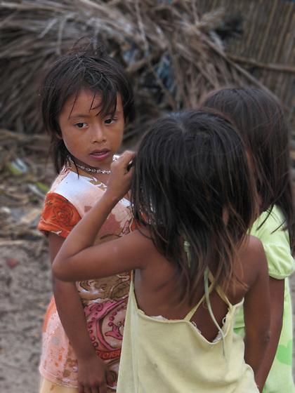 Indígenas guna / niñas kuna en Mamitupu, comarca de Guna Yala / Panamá.