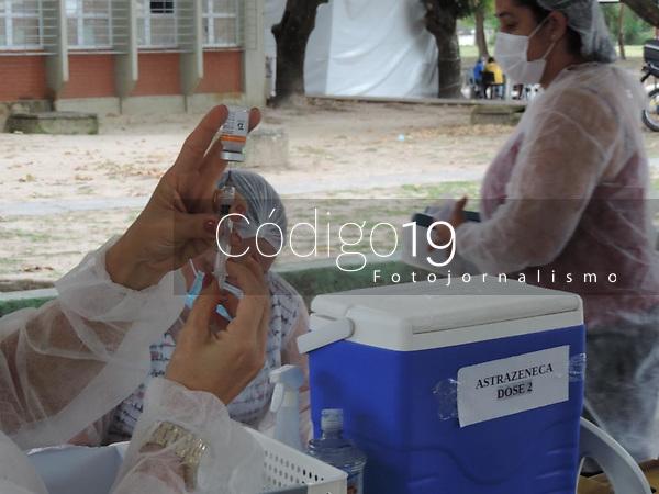 Recife (PE), 20/09/2021 - Vacina-Recife - Movimentação no posto de vacinação na UFPE na cidade universitária em Recife nesta segunda-feira (20). Recife é a capital do Nordeste que mais vacinou com a 1ª dose da vacina contra covid-19: 78,5% de toda a população vacinada com ao menos uma dose.