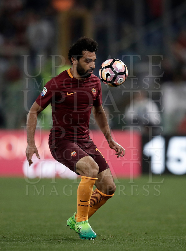 Calcio, Serie A: Roma, stadio Olimpico, 14 maggio 2017.<br /> AS Roma's Mohamed Salah in action during the Italian Serie A football match between AS Roma and Juventus at Rome's Olympic stadium, May 14, 2017.<br /> UPDATE IMAGES PRESS/Isabella Bonotto