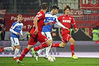 Jerome Gondorf (Darmstadt) gegen Yuya Osako (Koeln) - SV Darmstadt 98 vs. 1. FC Koeln, Stadion am Boellenfalltor