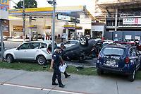 Campinas (SP), 03/05/2021 - Crime-SP - Uma perseguição na Avenida Norte-Sul, em Campinas, no começo da tarde desta segunda-feira (3), terminou com um acidente envolvendo quatro veículos, sendo que um deles capotou. Três adolescentes foram apreendidos após a colisão. Uma perseguição na Avenida Norte-Sul, em Campinas, no começo da tarde desta segunda-feira (3), terminou com um acidente envolvendo quatro veículos, sendo que um deles capotou. Três adolescentes foram apreendidos após a colisão.