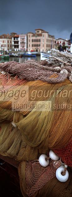 Europe/France/Aquitaine/64/Pyrénées-Atlantiques/Saint-Jean-de-Luz: le port de pêche et la Maisonde l'Infante - Détail des filets de pêche