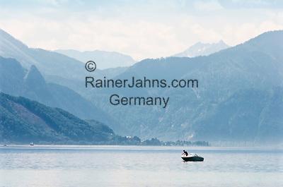 Austria, Upper Austria, Salzkammergut, near Seewalchen at Lake Attersee: view across the lake south towards Salzkammergut mountains   Oesterreich, Oberoesterreich, Salzkammergut, bei Seewalchen am Attersee: Blick ueber den See nach Sueden in die Salzkammergut-Berge