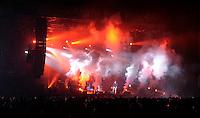 Das Festival With Full Force geht in die 18. Runde. 60 Bands aus der Hardcore-, Punk- und Metallszene haben sich auf dem haertesten Acker Deutschlands nahe Roitzschjora versammelt. Dazu gesellen sich nach Angaben der Veranstalter Sven Borges, Mike Schorler und Roland Ritter fast 30000 Besucher aus aller Welt. Drei Tage lassen die Bands ihre stromgestaehlten Gitarren gluehen und pusten per Mega-Boxenwand das Gras von der Landebahn des Sportflugplatzes. im Bild:  Hatebreed auf der Main Stage.  Foto: Alexander Bley