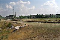 REPUBLIC OF MOLDOVA, Gagauzia, Comrat, 2009/07/1..On leaving Comrat, brownfields in the semi-arid steppe..© Bruno Cogez / Est&Ost Photography..REPUBLIQUE MOLDAVE, Gagaouzie, Comrat, 1/07/2009..A la sortie de Comrat, les friches industrielles laissent progressivement  place à la steppe semie aride..© Bruno Cogez / Est&Ost Photography