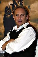 """Roma 16/1/2004<br /> Kevin Costner presenta il film """"Open Range"""" di cui è regista ed interprete.<br /> Foto Andrea Staccioli/Insidefoto"""