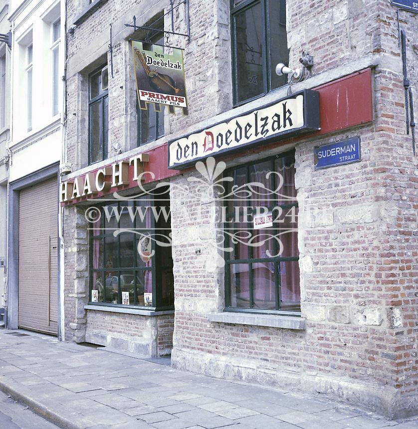 Februari 1978. Cafe Den Doedelzak in de Sudermanstraat in Antwerpen.
