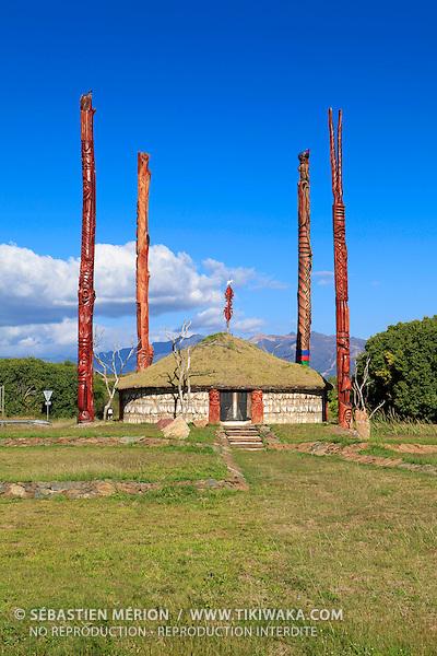Case du rond point de Koné devant l'hôtel de la Province Nord, Nouvelle-Calédonie