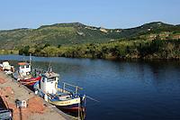 Fischer am Fluss Temo in Bosa,  Provinz Oristano, West - Sardinien, Italien