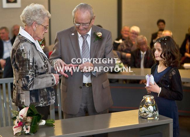 Beuningen, 171211<br /> De 77 jarige Lucie Jansen-Raeven en de 86 jarige Bert Westerhof zijn vandaag getrouwd. Achterkleinkind van hem, de 9-jarige Danique bracht de ringen.<br /> Foto: Sjef Prins - APA Foto