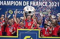 Joie des joueurs du LOSC brandissant le trophee Hexagoal du vainqueur du championnat de France de Ligue 1 saison 2020 / 2021<br /> Burak Yilmaz (Losc) <br /> 24/05/2021<br /> Celebration of LOSC Lille champions of France <br /> Calcio Ligue 1 2020/2021<br /> Foto JB Autissier/Panoramic/insidefoto <br /> ITALY ONLY