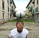 Konneh Junior, della Costa d'Avorio, ritratto nel quartiere dove vive.<br /> Ivorian football player in Balon Mundial, tournament for immigrants living in Piedmont.