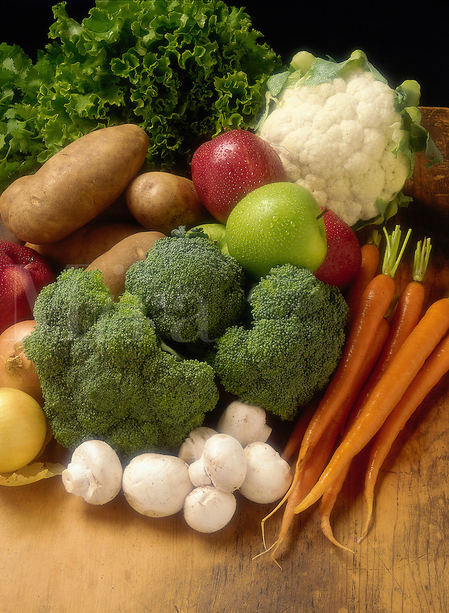 Carrots, Broccoli, Potatoes, Mushrooms, Lettuce, Apples.