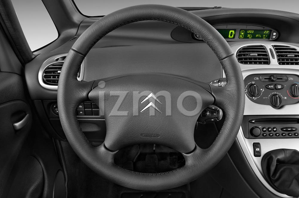 Steering wheel view of a 1999 - 2012 Citroen Xsara Picasso Mini Mpv.
