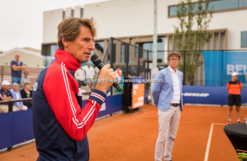 Amstelveen, Netherlands, 1 August 2020, NTC, National Tennis Center, National Tennis Championships, Men's final: KNLTB Coach Paul Haarhuis (NED) speakes at the prizegiving in the background KNLTB chairman Rogier Davids (NED)<br /> Photo: Henk Koster/tennisimages.com
