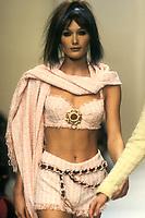 CARLA BRUNI<br /> Chanel<br /> 1994<br /> © Guy Marineau/Catwalkpictures/TORDOIR/DALLE
