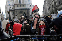 UK. London. 1st April 2009.. demonstrators arrive at the bank of england.©Andrew Testa for the New York times